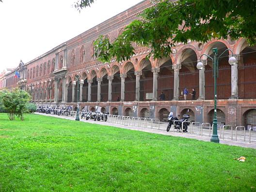 Миланский университет пытается начать преподавание на английском